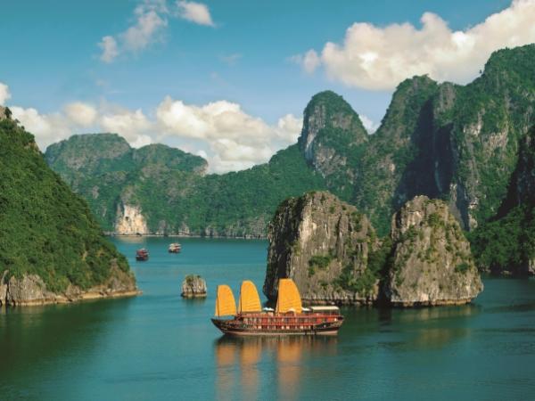 Ha_Long_Bay_Vietnam_0