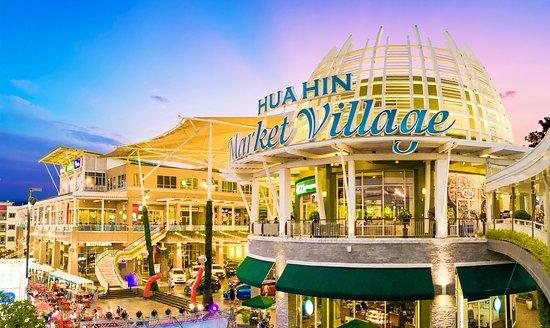 summer-at-market-village